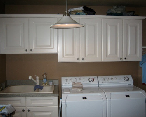 Best Craftsman Laundry Room with a Double-Bowl Sink Design Ideas & Remodel Pictures | Houzz