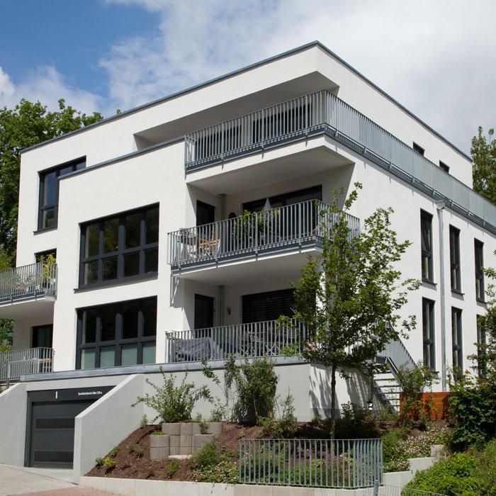 Höfler -Fenster, Türen, Tore für ein modernes Mehrfamilienhaus