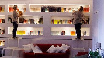 Libreria retroilluminata con Scaletta scorrevole