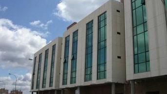 Habilitación cubieras edificio adninistratico con pistas deportivas