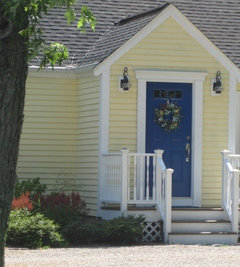 Paint the front door slate blue...it can look nice with yellow. Or...slate blue shutters and door. & Need help with exterior of house - shutters door colors - Grover?? Pezcame.Com