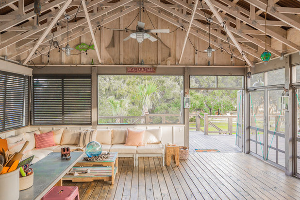 Beach Style  by Allison Ramsey Architects