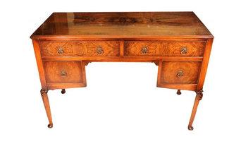 Письменный стол в стиле Чипэнддейл