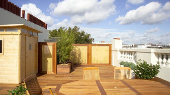 Roof terrace with timber screens