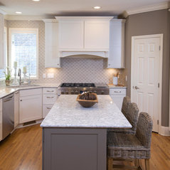 High Quality Sophisticated While And Grey Kitchen