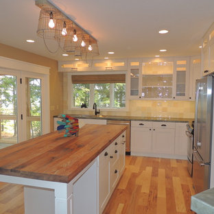 Inspiration for a mid-sized arts and crafts l-shaped eat-in kitchen in Other with a single-bowl sink, shaker cabinets, white cabinets, wood benchtops, terra-cotta splashback, stainless steel appliances and with island.