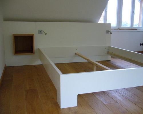 Schlafzimmer, Bett mit Stauraum u. Schrank in Dachschräge