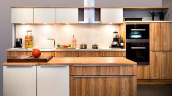 Massivholzküche Kirschbaum und Glas rückseitig weiß lackiert
