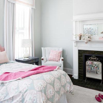 Bedroom - transitional bedroom idea in Louisville