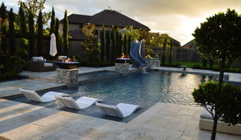 Luxury Swimming Pool with straight lines and perimeter overflow spa
