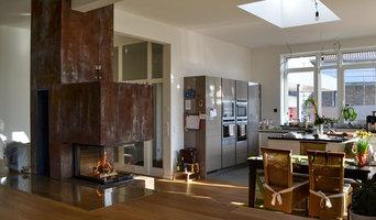 3-seitiger Kamin als Pol im Wohnhaus