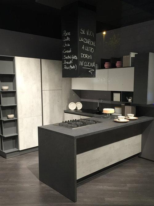 Schienale cucina e cappa con vernice LAVAGNA HR (alta resistenza)