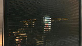 Puertas aluminio Retail y Comercios.