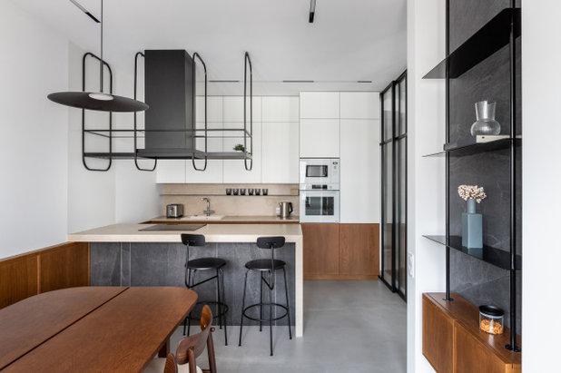 Современный Кухня by ZROBIM architects