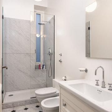 Foto di un classico e ampio appartamento ristrutturato con cura a Milano