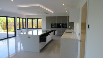 Arcos Edition Stucco Grey & Gloss White Handle Free Kitchen