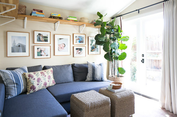 Good furniture combos for tight living rooms for Tight living room designs