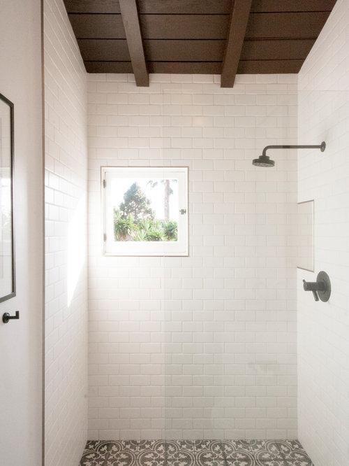 badezimmer mit schwarz wei en fliesen und zementfliesen design ideen beispiele f r die. Black Bedroom Furniture Sets. Home Design Ideas