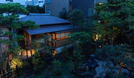 自宅の庭に建てた本格茶室。和の伝統と現代性を融合し、多目的に使える贅沢空間