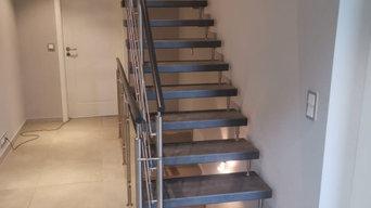Freitragende Treppe in Schieferline