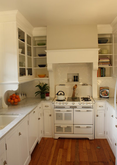 Shabby-chic Style Kitchen by Kelly and Abramson Architecture