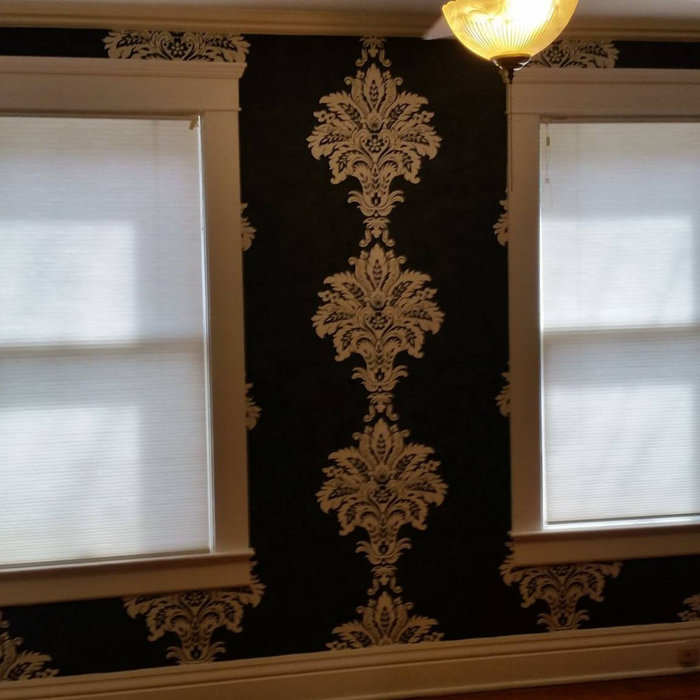 Wallpaper Install:Large scale medallion bedroom