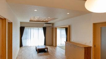 開放的な吹き抜けで光が満ちる家