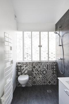 carrelage et peinture dans une salle de bain couloir. Black Bedroom Furniture Sets. Home Design Ideas