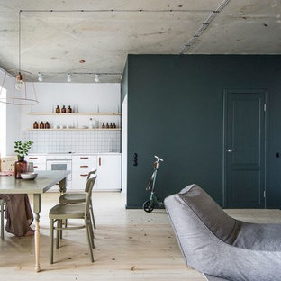 Design ideas for a small industrial home design in Saint Petersburg.