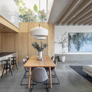 Modern inredning av en matplats, med vita väggar, betonggolv och grått golv