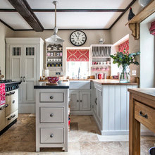 Kitchen Tour: A Clever Layout Maximises Space in a Small Kitchen