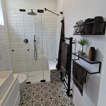 Badumbau in Ahrensburger Villa, ein Traum in Schwarz und Weiß, Retro Chic