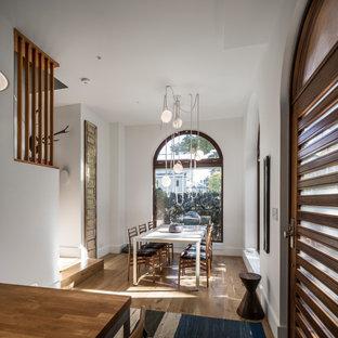 Foto di una piccola sala da pranzo minimal con parquet chiaro