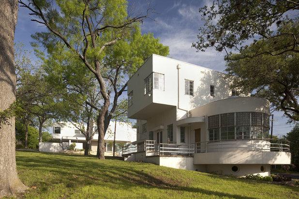 Moderno  by Hugh Jefferson Randolph Architects