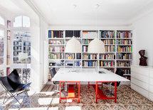 De dónde son los muebles de cocina? Y la librería del salón?  Gracias