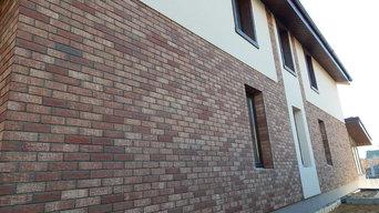 Комбинированный фасад. Клинкер + декоративная штукатурка.