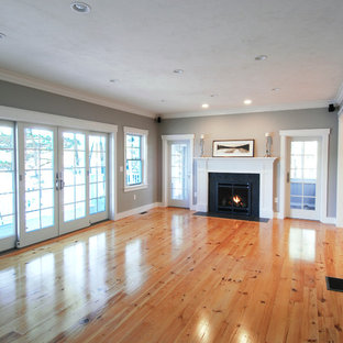 Example of a mid-sized arts and crafts home design design in Boston