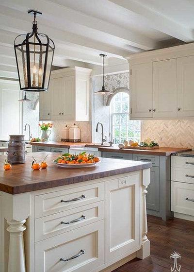 Farmhouse Kitchen by Jennifer Gilmer Kitchen & Bath