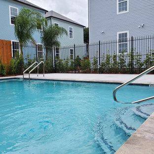 Diseño de piscina natural, clásica, en patio trasero