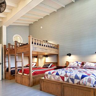 Ejemplo de dormitorio infantil rural con paredes grises y suelo gris