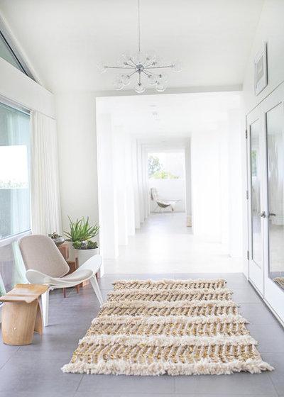 Modern Bedroom by drop it MODERN