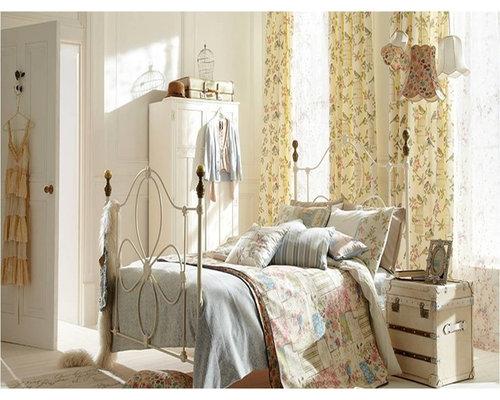 Eau de nil home design ideas renovations photos for Eau de nil bedroom ideas