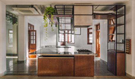 インド人芸術家と日本人建築家がリノベーション。古くて新しい、開放感のある自邸