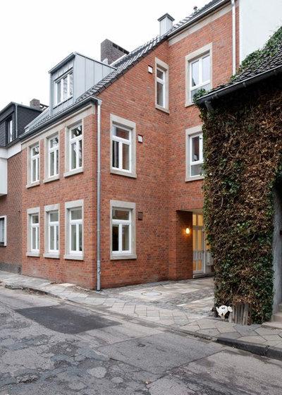 Klassisch  by Architektengruppe Düsseldorf