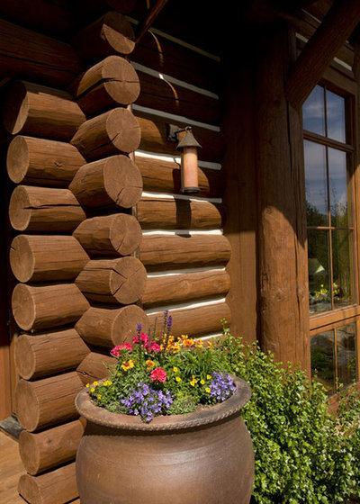 Рустика Фасад дома by Pioneer Log & Timber