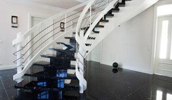Bogentreppe mit Treppenstufen aus Granit