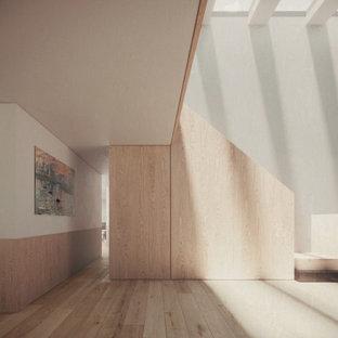 Große Moderne Holztreppe in L-Form mit Holz-Setzstufen, Holzgeländer und Wandpaneelen in London