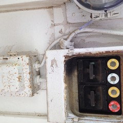 I need help understanding an old fuse box Old Style Fuse Box Circuit Breakers on old fuse boxes 100 amp panel, old electrical breakers, old murray fuse panel 100 amp panel, old fuse boxes for homes, old 100 amp breaker panel, old circuit breaker boxes, old electrical fuse panels, tripped circuit breaker box breaker, old circuit breaker panel, old electrical fuse boxes, old circuit breaker brands,