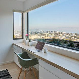 Пример оригинального дизайна: кабинет в стиле модернизм