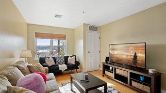 Bright & Airy Top Floor Condo in Malden